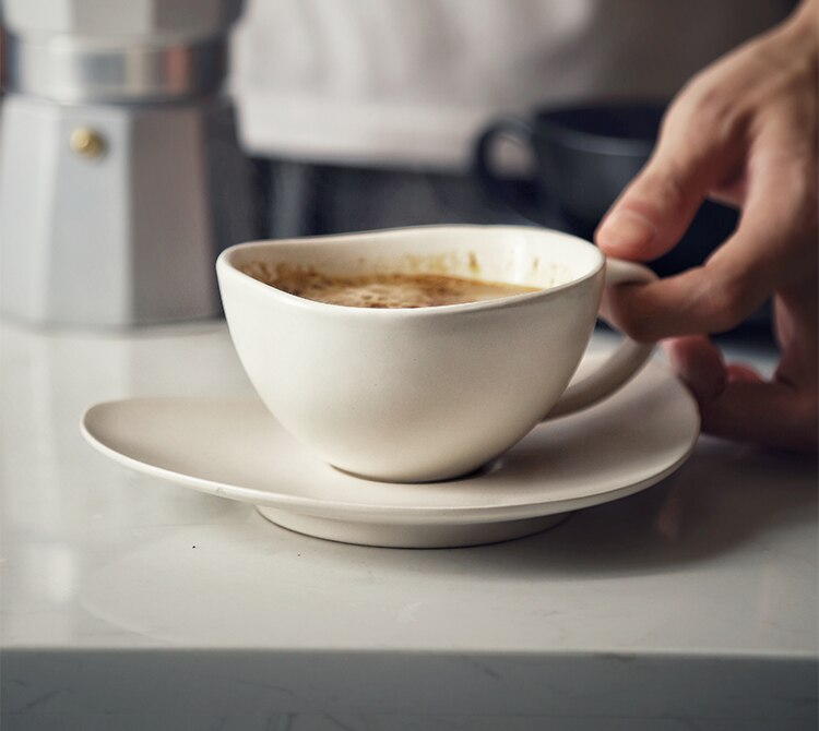 Japanese Art Retro Ceramic Coffee Cup and Saucer Luxury Matte Black Ceramic Mug Minimalist Home Office Breakfast Milk Cup Single