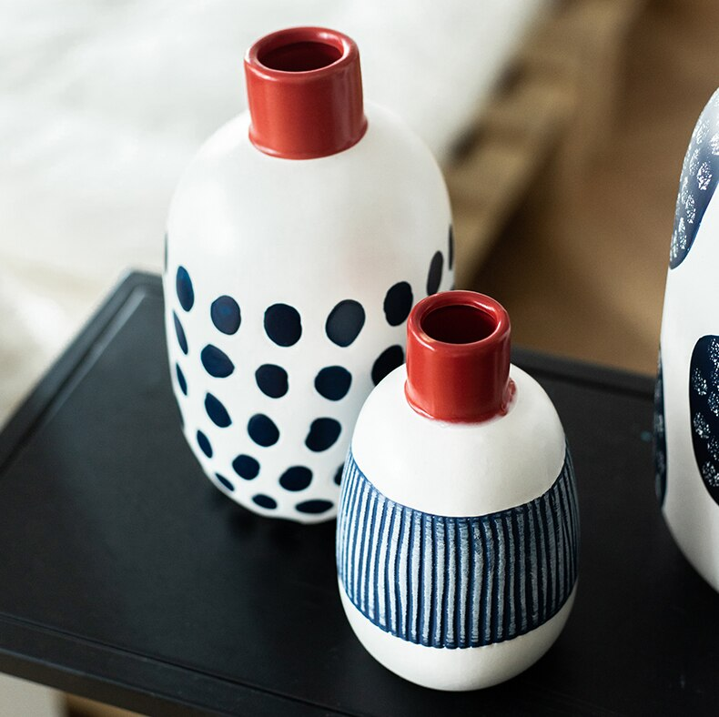 Creativity Ceramics Vase Handmade Cute Doodle Irregular Flower Arrangement Modern Home Decoration Wedding Ornaments Vases