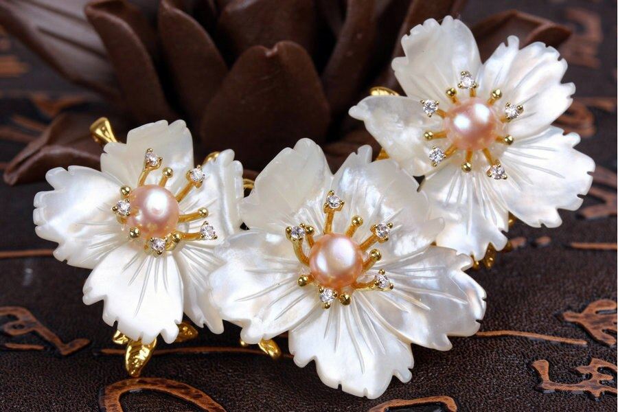 SINZRY Luxury DIY Natural shell three flowers brooch pin Vintage pearl dressing party lady brooches Hot jewelry accessory