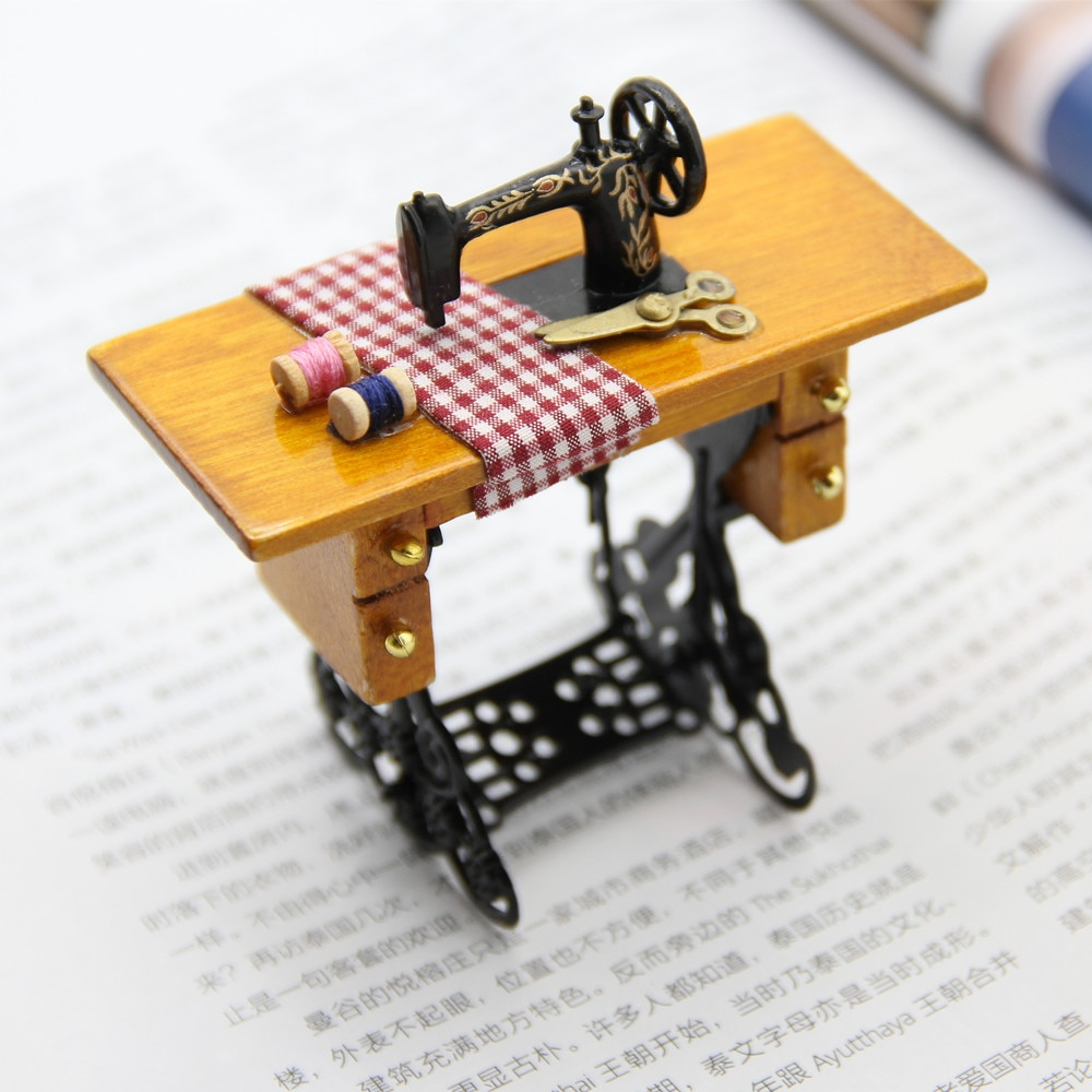 FishSheep Vintage Mini Sewing Machine Brooches For Women Cute Handmade Thread scissor Seamstress Brooch Pins Clothes Gift Jewel