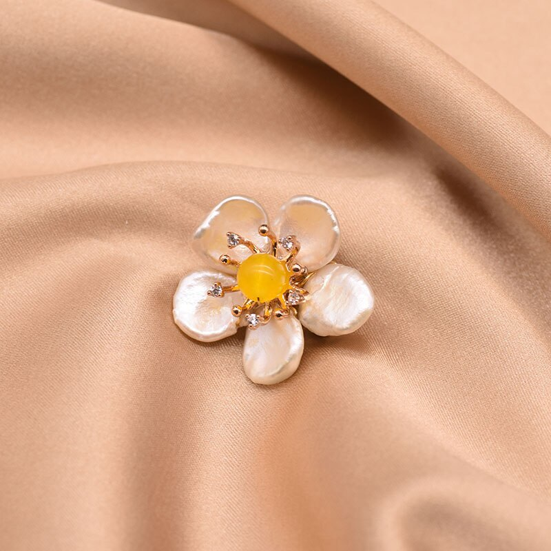 XlentAg Natural High-quality White Baroque Pearl Brooch Women Yellow Stone Statement Anime Wedding Gifts Fashion Jewelry GO0349C