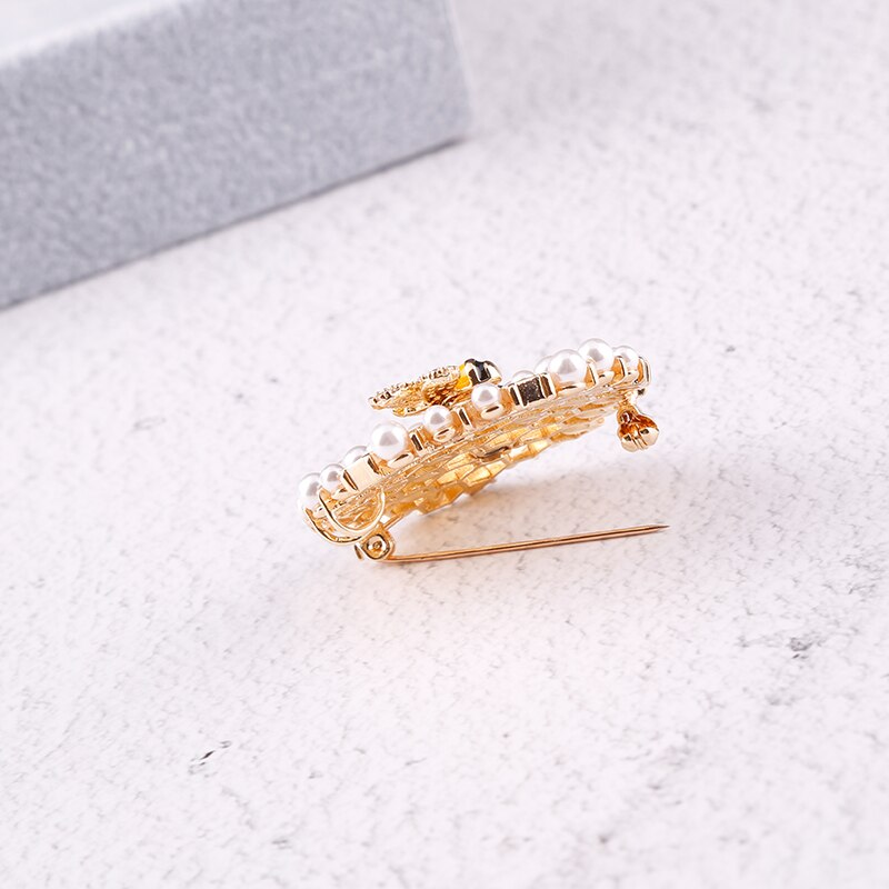 Vanssey Vintage Fashion Bee Beehive Natural Pearl Cubic Ziconia Enameled Brooch Pin Wedding Party Accessories for Women 2018 New