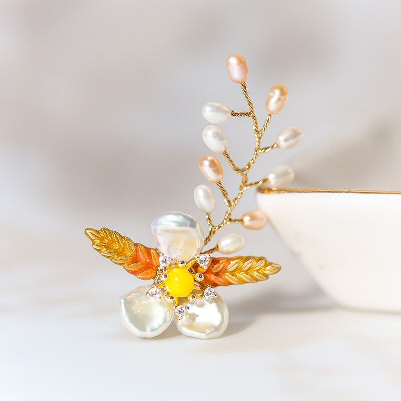 Vanssey Fashion Jewelry Handmade Clover Natural Baroque Pearl Enamel Brooch Pins Wedding Party Accessories for Women 2019 New
