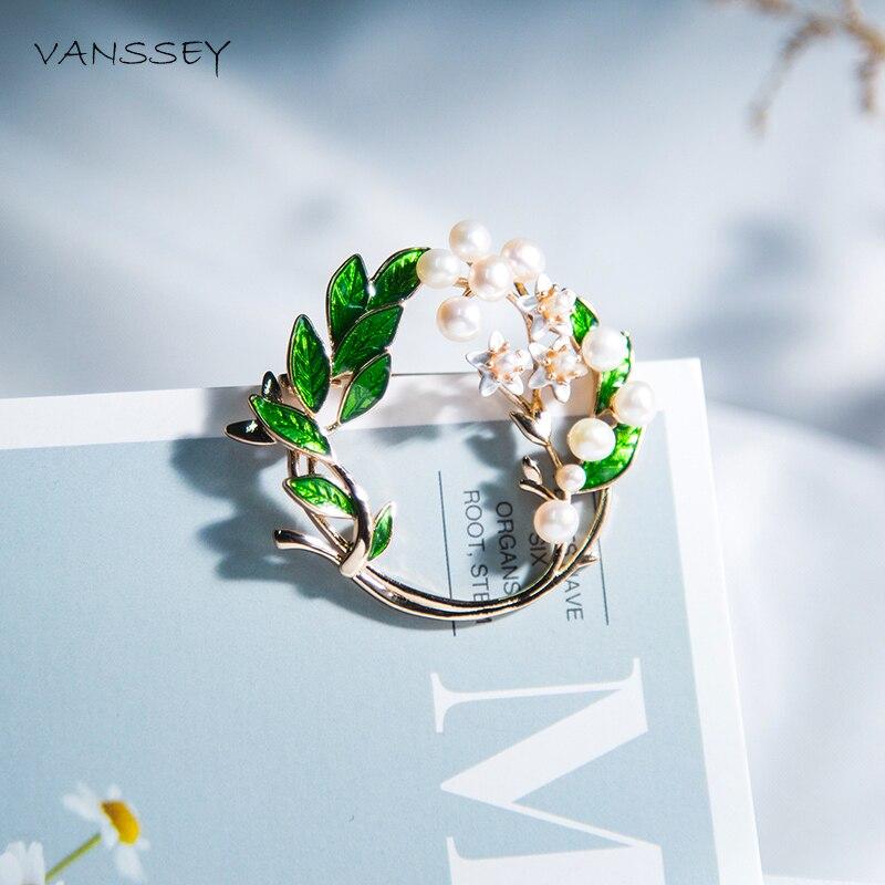 Vanssey Vintage Branch Flower Leaf Jasmine Natural Pearl Enameled Brass Round Brooch Pin Accessories for Women 2018 New