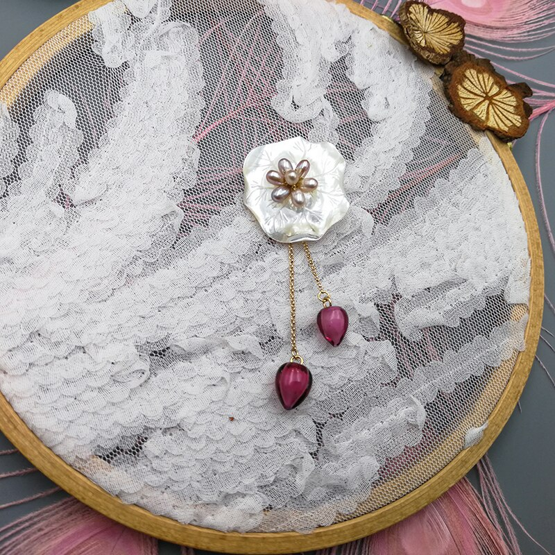 Vanssey Vintage Ethnic Flower Lotus Handmade Natural Mother of Pearl Glass Brooch Pin Wedding Accessories for Women 2018 New