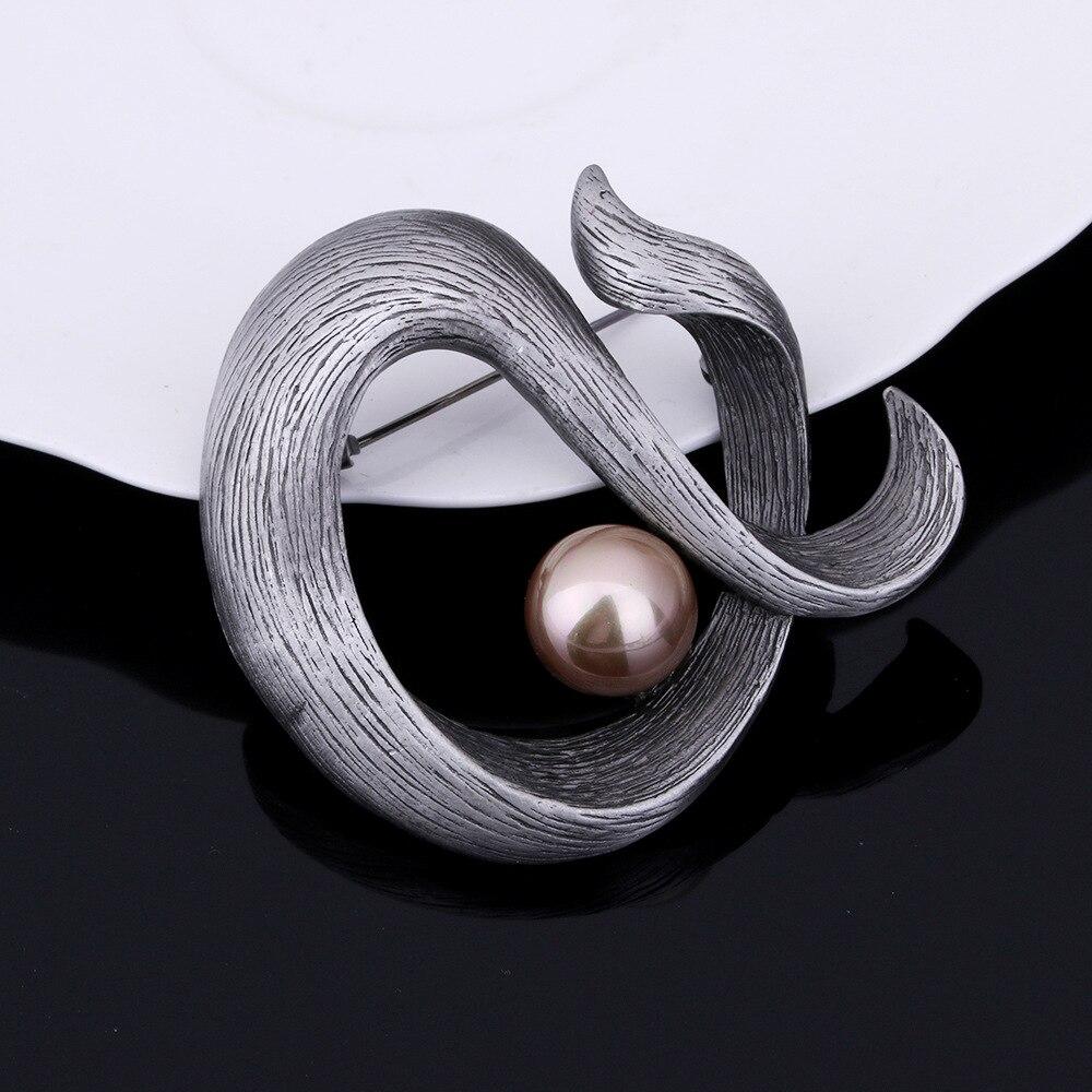 JUJIE Vintage Original Pearl Brooches For Men Simple Metal Fish Brooch Pins Women Brincos Jewelry Wholesale