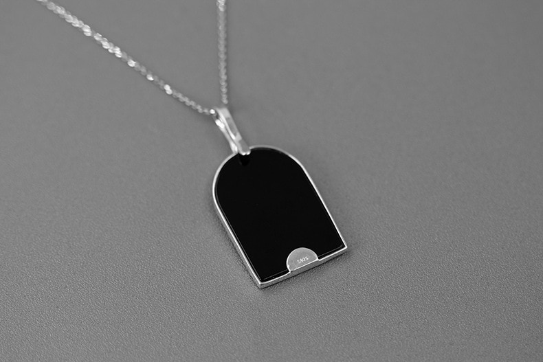 INATURE Natural Black Agate Pendant Necklace For Women Cute Cat under the Street Lamp Statement Necklace Jewelry Gifts